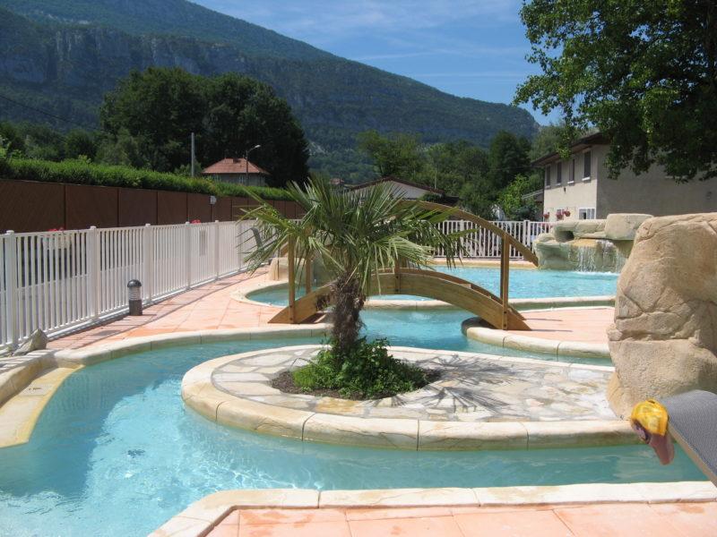 kindvriendelijk kamperen - Lac Bleu - zwembad met palmbomen