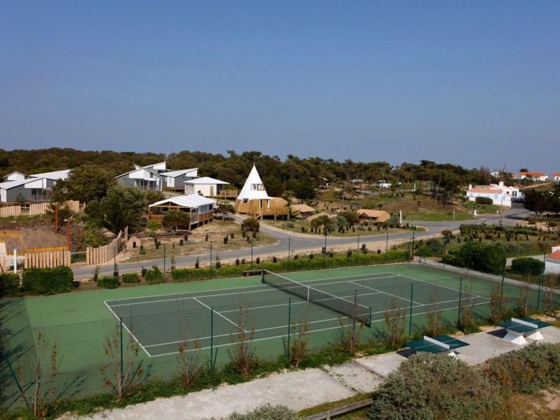 Kindvriendelijk kamperen met tennisbaan