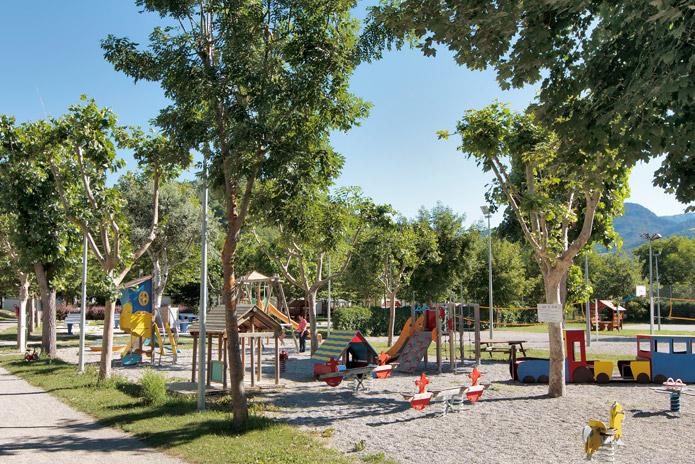 Kindvriendelijk kamperen met een speeltuin