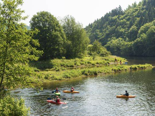 Eifeler Tor - kids-campings - kanoen in het water