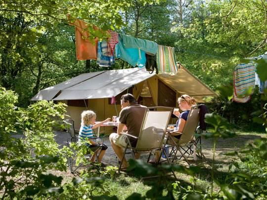 Rabbit Hill - kids-campings - Bij de tent