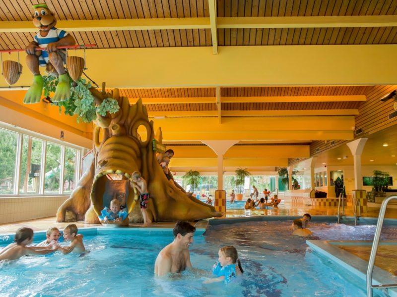Heideheuvel - kids-campings - in het zwembad