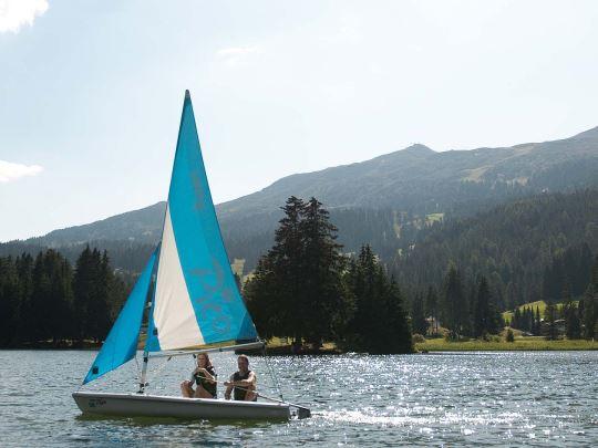Alpine Lodge Lenzerheide - kids-campings - bootje varen
