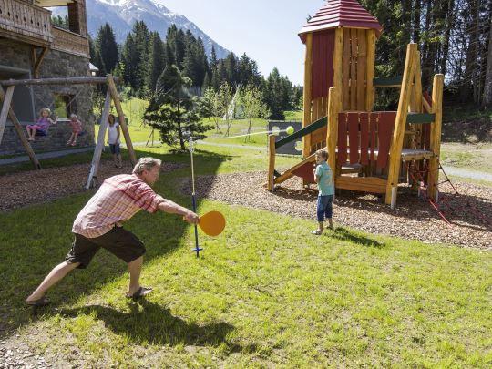 Alpine Lodge Lenzerheide - kids-campings - buiten spelen