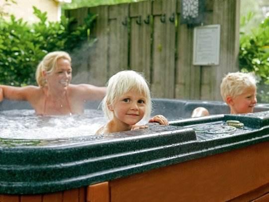 Duc de Brabant - kids-campings - in de jacuzzi