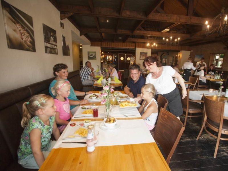 Duc de Brabant - kids-campings - eten in het restaurant