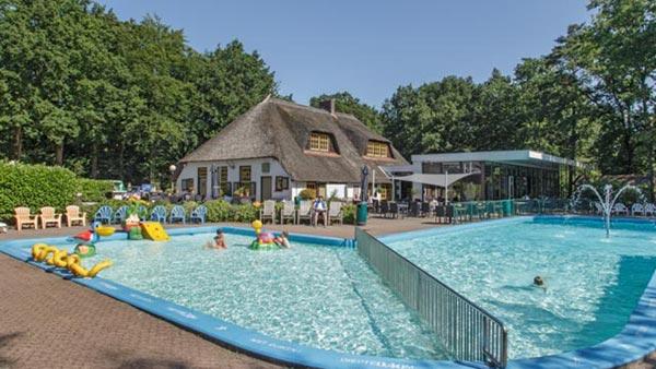 De Leemkule - kids-campings - buitenzwembad