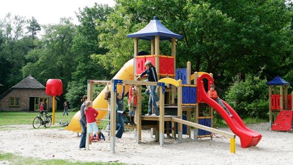 De Leemkule - kids-campings - in de speeltuin