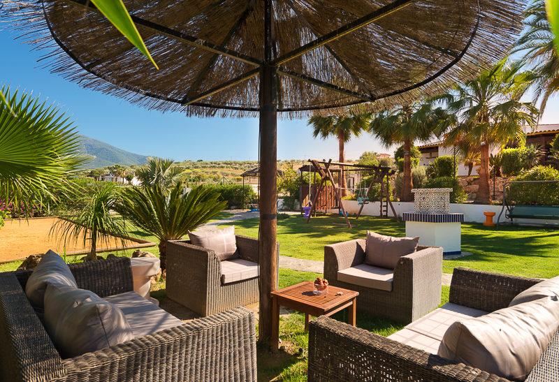 La Granja de Antonio - kids-campings - het lounge terras