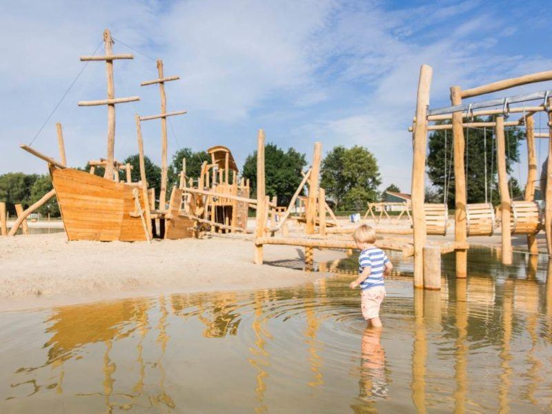 Hof van Saksen - Kids-campings - waterspeeltuin in het meer