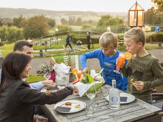 Hoog Vaals - kids-campings - ontbijt op het terras
