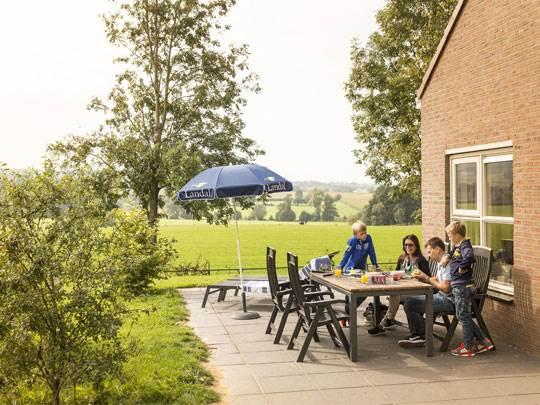 Hoog Vaals - kids-campings -terras bij het vakantiehuis