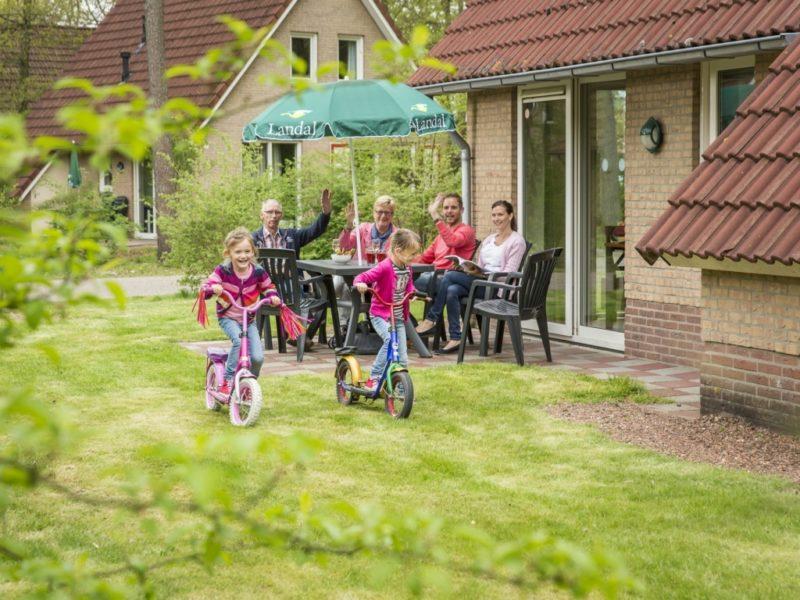 't Loo - kids-campings - terras bij de bungalow