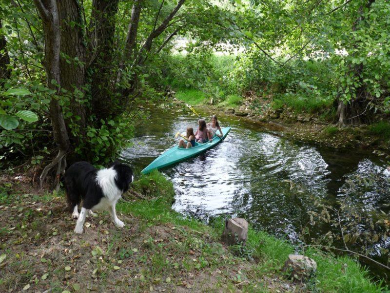 kanoën riviertje - Le Douzou, kids-campings.com