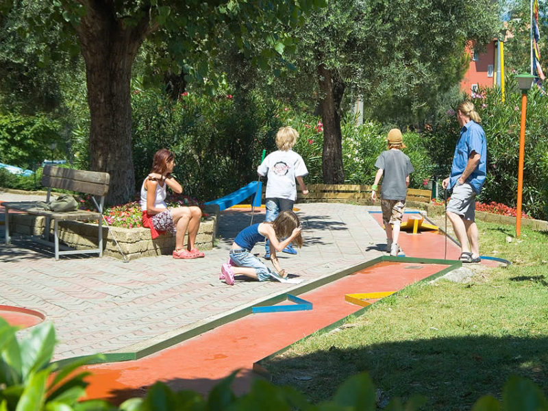 Minigolf op Camping Cisano San Vito